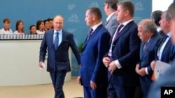 2015年9月4日,俄羅斯總統普京抵達東方經濟論壇開幕式。