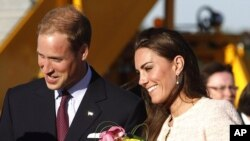 Britain's Prince William and Catherine, the Duchess of Cambridge, arrive at the airport in Charlottetown, Prince Edward Island, July 3, 2011.