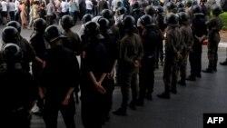 Des policiers marocains, dans la rue à Rabat, le 27 juin 2018.