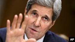 El secretario de Estado John Kerry testifica en el Capitolio.
