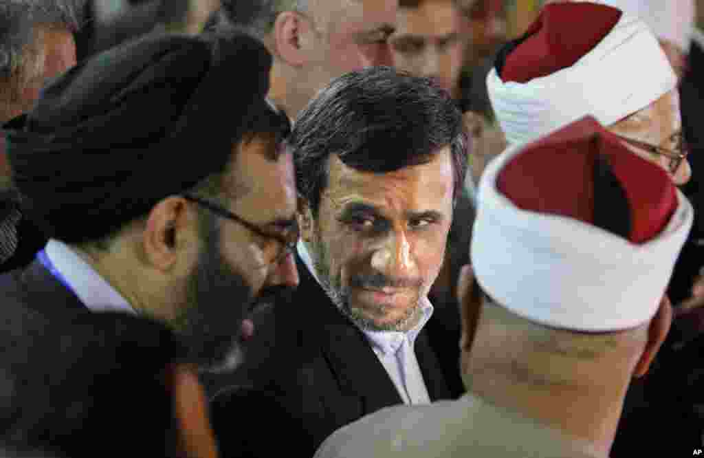 Iran's President Mahmoud Ahmadinejad attends a press conference with Egyptian Sunni clerics at Al-Azhar headquarters in Cairo, Egypt, February 5, 2013.