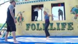 Hispanos se naturalizan en el marco de festival folklórico
