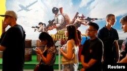 Para penggemar gim PlayerUnknown's Battlegrounds (PUBG) menghadiri acara PUBG Global Invitational 2018, di Berlin, Jerman, 26 Juli 2018. (Foto: Reuters)
