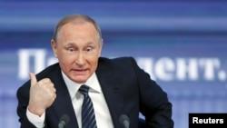 """El presidente ruso Vladimir Putin afirmó que Moscú estará listo """"para trabajar con cualquier presidente que escoja el pueblo estadounidense""""."""