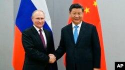 俄羅斯總統普京(左)與中國國家主席習近平(右)資料照。