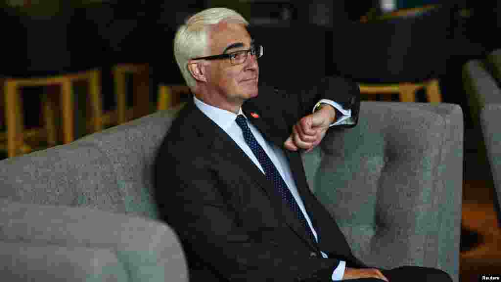 Alistair Darling, the leader of the campaign to keep Scotland part of the United Kingdom, waits before a meeting in Edinburgh, Scotland, Sept. 14, 2014.
