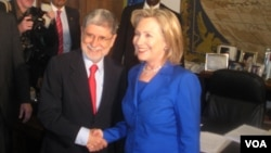 El canciller brasileño Celso Amorim, y la secretaria de Estado, Hilllary Clinton, en Brasília, donde ya habían expresado su desacuerdo sobre Irán.