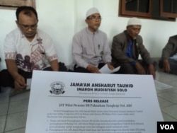 Simpatisan ISIS memberi pernyataan di Solo, Jawa Tengah (foto: dok).