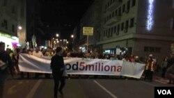 """Protesni skup """"Jedan od pet miliona"""" po 42. put održan je u Beogradu, 21. septembra 2019. (Foto: Aleksandra Nenadović, VoA)."""