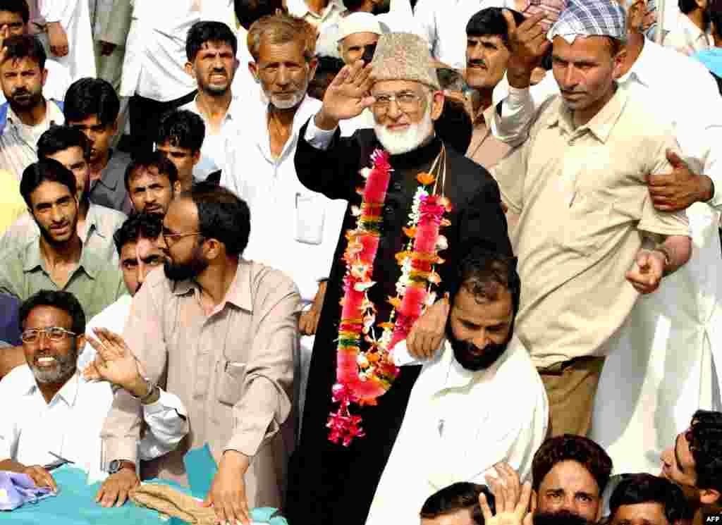 سید علی گیلانی تین مرتبہ بھارت کے زیرِ انتظام کشمیر کی قانون ساز اسمبلی کے رکن رہے۔
