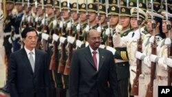 Le président chinois Hu Jintao et son homologue soudanais Omar el-Béchir
