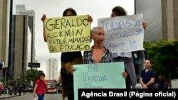 Protesto de estudantes contra reorganização escolar, Brasil.