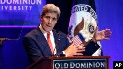 존 케리 미국 국무장관이 10일 버지니아주 노폭 올드도미니언 대학에서 연설하고 있다.