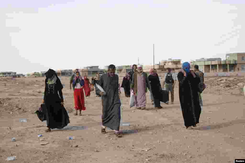 بچوں کے بہبود کے لیےکام کرنے والے ایک بین الاقوامی خیراتی ادارے نے بتایا ہے کہ کُرد اور عراقی افواج کی فائرنگ سے بچنے کے لیے ہزاروں افراد موصل کے علاقے سے بھاگ رہے ہیں۔