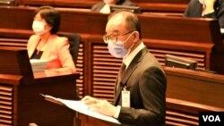 香港政制及內地事務局局長曾國衛4月14日在立法會大會動議二讀選舉制度修訂草案 (美國之音湯惠芸)