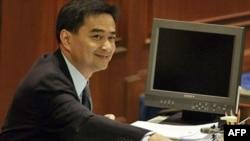 Thủ tướng Thái Lan Abhisit Vejjajiva tại cuộc biểu quyết bất tín nhiệm của quốc hội, ngày 15 tháng 3, 2011 ở Bangkok, Thái Lan