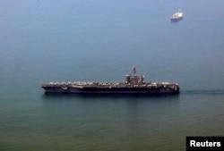 """美国""""卡尔•文森""""号航母抵达越南中部港口城市岘港。(2018年3月5日)"""