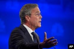 ທ່ານ Jeb Bush ກ່າວຖະແຫລງ ໃນລະຫວ່າງ ການໂຕ້ວາທີ ຂອງບັນດາຜູ້ສະໝັກລົງແຂ່ງຂັນເປັນປະ ທານາທິບໍດີ ສັງກັດພັກຣີພັບບລີກັນ ທີ່ຖ່າຍທອດອອກອາກາດທາງຊ້ອງ CNBC ຢູ່ທີ່ ມະຫາວິທະຍາໄລ Colorado, ເມື່ອວັນພຸດ ທີ 28 ຕຸລາ 2015.