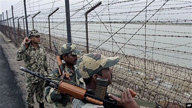 India's Border Security Force soldiers patrol at the India-Pakistan border, about 250 kilometers northwest of Ahmadabad, India, Nov 23, 2010