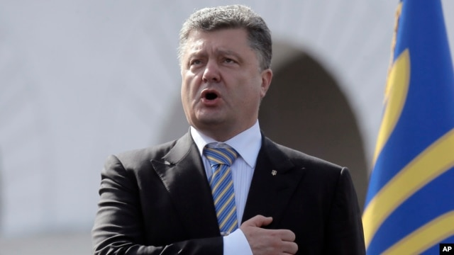 Ukraine President Petro Poroshenko sings the national anthem during a parade to celebrate the country's Independence Day in Kyiv, Aug. 24, 2014.