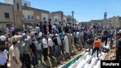 Sahrana žrtava masakra u Huli