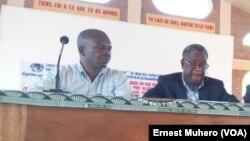 Le docteur Denis Mukwege (à dr.) à Bukavu, le 21 août 2016. (VOA/Ernest Muhero)