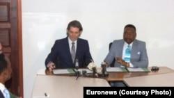 Michael Peters, Euronews, et Jean Obambi, Télé Congo, le 25 janvier 2014, Congo-Brazzavile.
