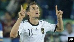 Penyerang Jerman, Miroslav Klose akan absen dalam pertandingan ujicoba timnas Jerman melawan Inggris dan Italia (foto: dok).