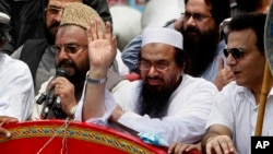 Hafiz Saeed, leader of a Pakistani religious group, center, waves during an anti-Indian rally in Lahore, July 19, 2016. Afghanistan has alleged for the first time that Saeed is overseeing attacks by Islamic State fighters in the war-torn country.