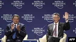 Thủ tướng Singapore Lý Hiển Long và Tổng thống Indonesia Bambang Yudhoyono tại Diễn đàn Kinh tế Thế giới