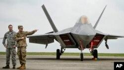 Los hackers chinos se enfocaron en los diseños de aviones como el F-22 que muestra la foto.