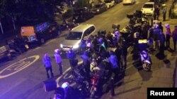 Pripadnici hitnih službi na mestu napada u Londonu, 13. juli 2017.