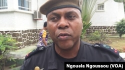 Lieutenant-colonel Bahizaha parle de la fin des pratiques de torture dans les commissariats à Brazzaville, le 22 mars 2018. (VOA/Ngouela Ngoussou)