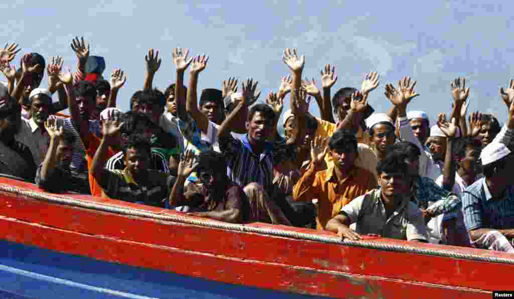 A police official said that about 74 Rohingya refugees who were heading for Australia, were found stranded on an Aceh island by Indonesian fishermen, April 8, 2013. A