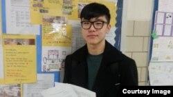 미국 북동부 뉴욕 한인학부모협회가 주최한 유엔 북한인권결의안 글짓기 대회에서 공동3위를 차지한 프란시스루이스 고교 이보욱 군.