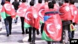 Güney Azərbaycan bayrağı ilə etiraz aksiyası