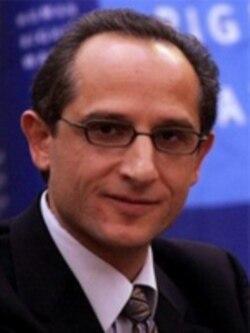 هادی قائمی می گوید لاریجانی همه حقیقت را نمی گوید