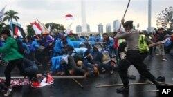 Demonstrasi menolak rencana kenaikan BBM di Jakarta pada 2012 (Foto: Dok).