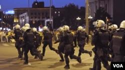 Policija protiv prosvjednika u Beogradu, koji su demonstrirali protiv Mladićevog izručenja