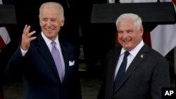 El vicepresidente Joe Biden y el presidente de Panamá, Ricardo Martinelli, en el Palacio de las Garzas, en la capital panameña.
