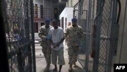 Amerikan Yönetimi Bazı Guantanamo Esirlerini Süresiz Hapis Tutacak