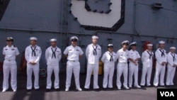 """美國航空母艦""""喬治華盛頓號""""上的華裔官兵(資料圖片)"""