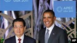 美国总统奥巴马(右)与中国国家主席胡锦涛(左)在夏威夷APEC峰会上会晤