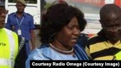 Mme Mariam Sankara à son arrivée à l'aeroport de Ouagadougou, jeudi 14 mai, 2015 (Radio Omega)