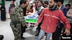 آمار کشته و مجروحان زلزله یکشنبه شب رو به افزایش است. این رقم از ۴۰ کشته به بیش از ۳۰۰ نفر کشته رسیده است.