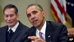 奧巴馬總統5月1日在白宮會見越南人權活動家阮黃海(左)時,回答有關巴爾的摩市的問題。