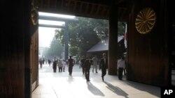 日本民眾8月15日往靖國神社參拜