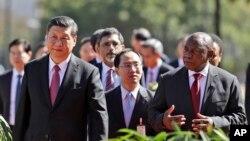 中國領導人習近平與南非總統拉馬福薩