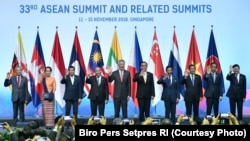 Pemimpin Negara-negara ASEAN berfoto bersama saat pembukaan KTT ASEAN di Singapura, 13 November 2018. (Foto: Biro Setpres RI)