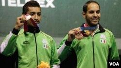 Adrian Raya (izquierda) y Guillermo Verdeja sumaron dos medallas de oro más para México.
